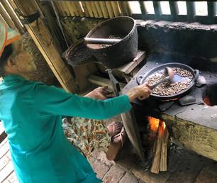 Roasting coffee beans, Indonesia