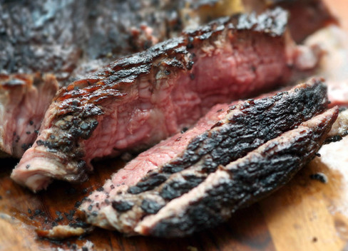 Beef skirt steak with black salt