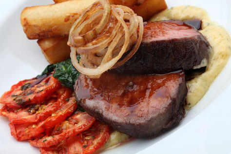Steak and chips with bearnaise sauce