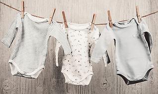 Bébé blanchisserie Suspendu à une corde