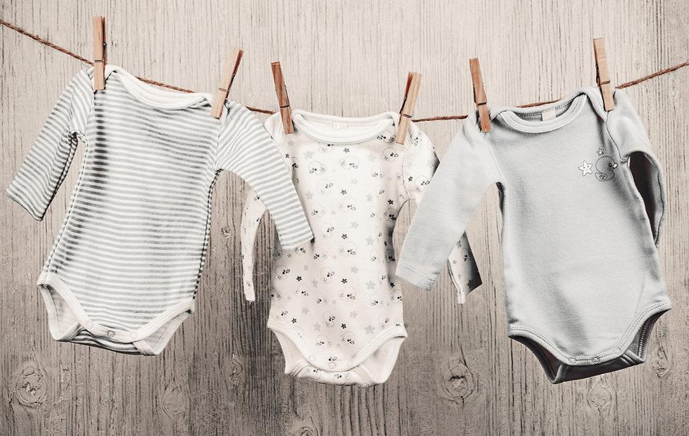 嬰兒洗衣掛在晾衣繩