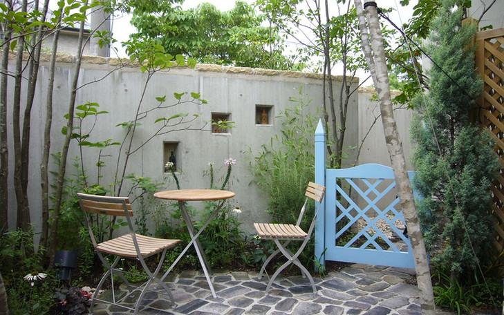 八尾の庭1