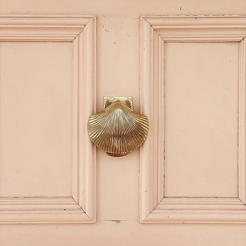 Scallop shell door knocker - 3 colours