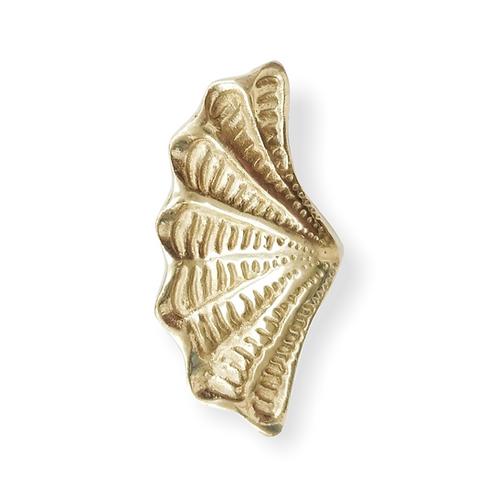 Brass ruffle clam handle