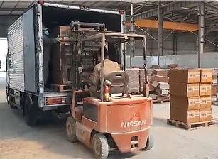 Oceans Republic cargo loading.jpg