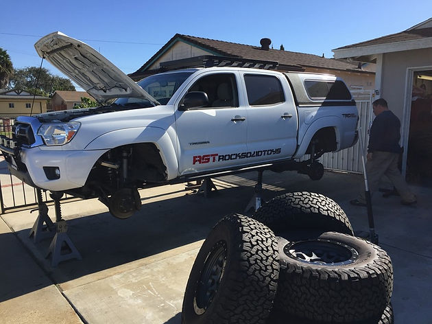 "The Great White ""Carcharodon""    2013 Tacoma Solid Axle Swap"