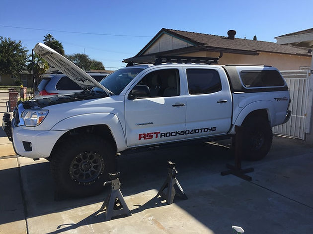 """The Great White """"Carcharodon""""    2013 Tacoma Solid Axle Swap part 1"""