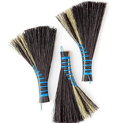 Aile de canard brooms in black
