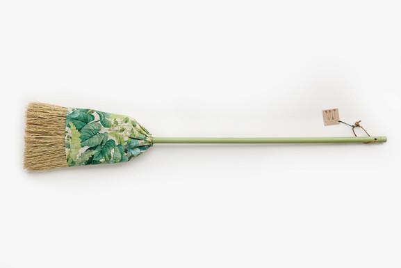 Balai les feuilles vertes L.jpg