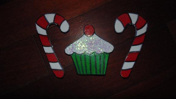 Small Decorative Refrigerator Magnet Set- Christmas Cupcake