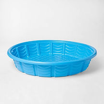 Plastic-kiddie-pool-for-an-outdoor-litte