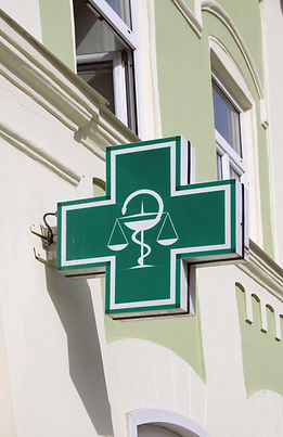グリーン薬局の看板