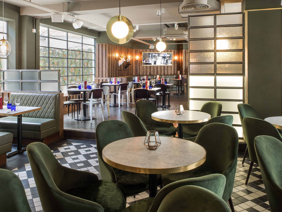 Sophisticated materials & colour palette combine to create a welcoming environment at this seriously stylish bar & restaurant