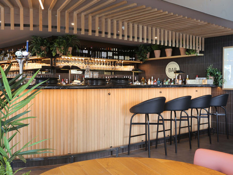 Drink & dine in a relaxed &welcoming restaurant with a wonderful view alongside the River Thames