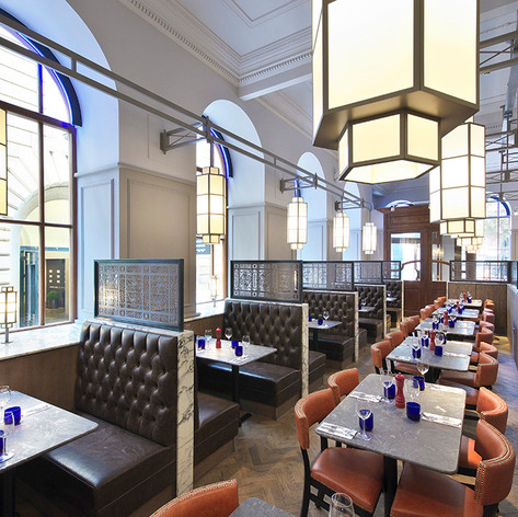 Stand out pendent lights, designed specifically for the restaurant, add warmth and glamour