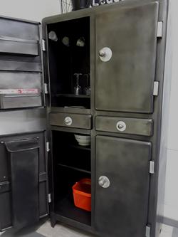 Ancienne armoire de cuisine 1950