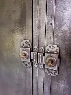 Armoire en métal 1930