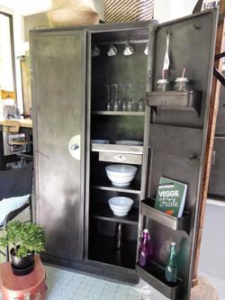 ©Armoire de cuisine en métal vintage