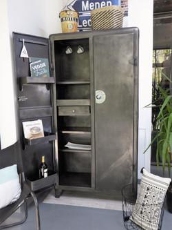Armoire de cuisine en métal