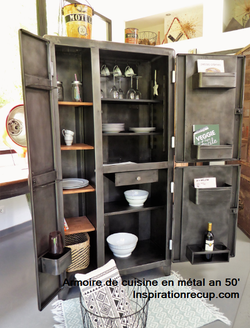 ©Armoire en métal vintage