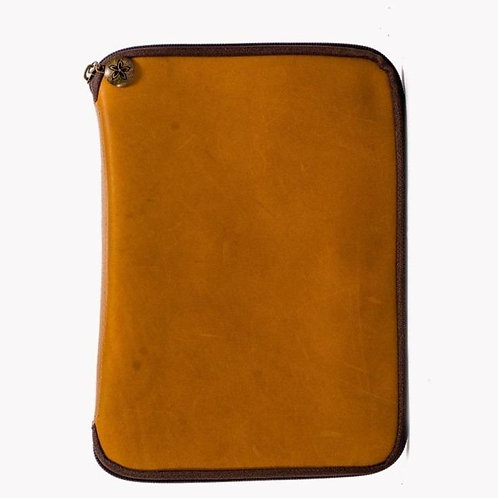 Expedition Travel Case in Camel