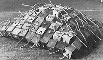 3 dimensionaal weefsel 3 / 100 x 100 x 40 cm / mixed media / 1978