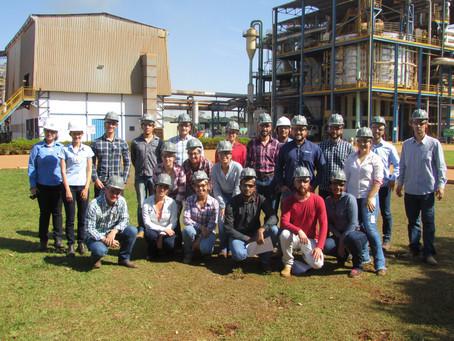 Estudantes de agronomia visitam a CRV Industrial...