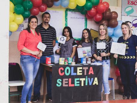 CRV Industrial doa lixeiras de coleta seletiva para colégio de Carmo do Rio Verde...