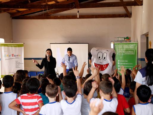 CRV Industrial realiza ação sobre saúde bucal em escolas de Carmo do Rio Verde...