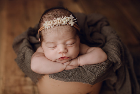 Feske Newborn- 05.jpg