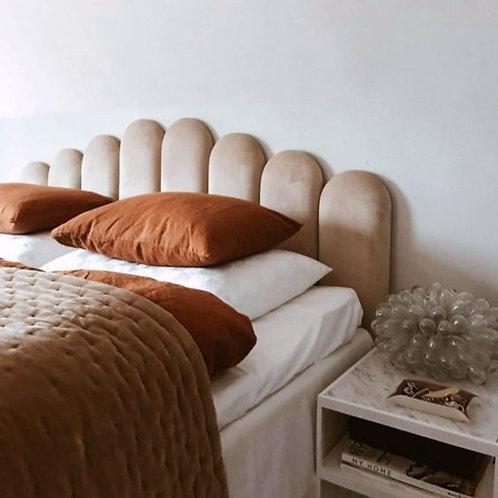 Respaldo de cama con barras curvas irregular