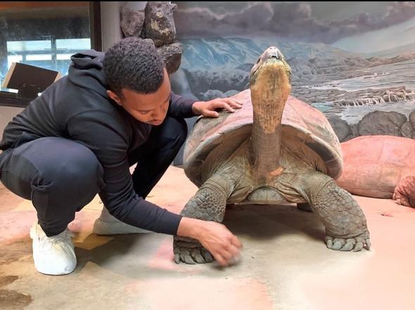 Hassan Bayyan with a Galapagos tortoise.