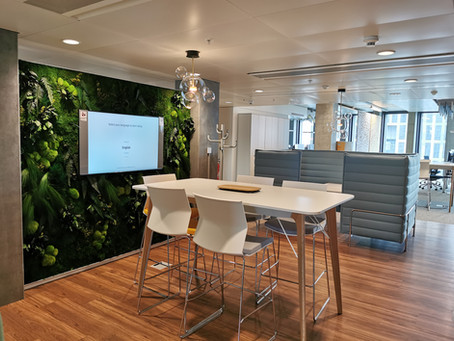 GENEVA GREEN WALL : IN THE HEART OF THE PONT ROUGE ADMINISTRATIVE OFFICES