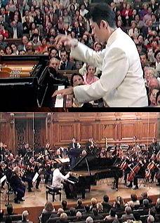 2002 パリ・ソルボンヌ大学にてラヴェルのピアノ協奏曲を演奏.jpg