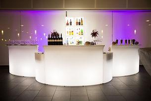 Eventsystemer fra Slide Design, møbler med belysning. bardisker, vaser, lamper