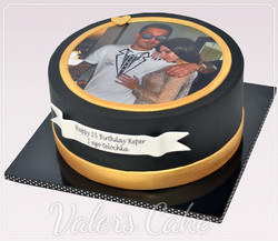 עוגה-שחורה-עם-תמונה
