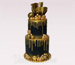 עוגה-שחורה-עם-זהב