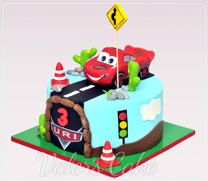 עוגת-ספידי-מקווין-עם-כביש