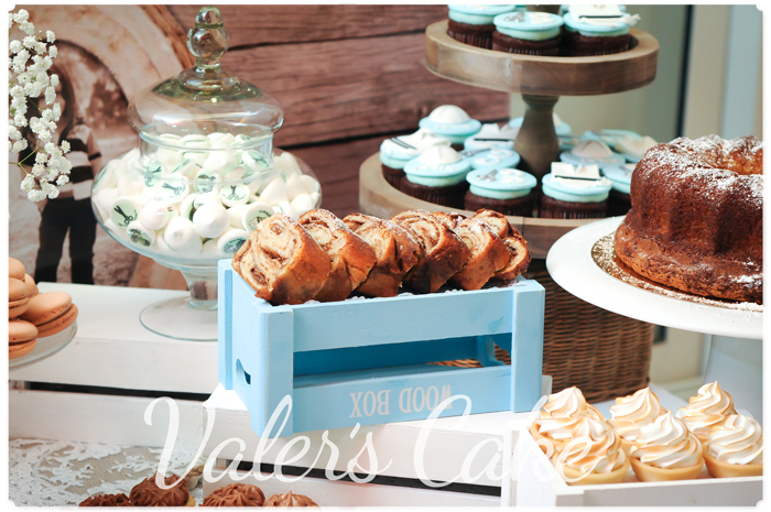 עוגות בשולחן מעוצב