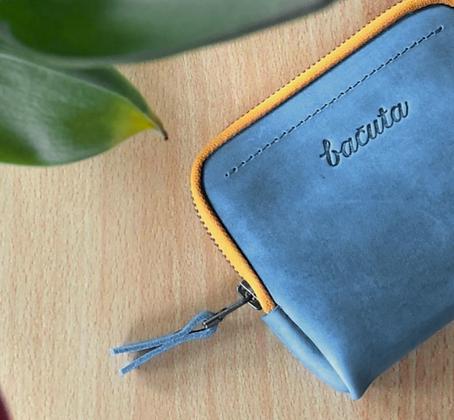 Bezedná peněženka / blankytná modrá