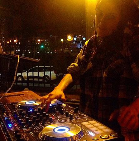 DJ2.png