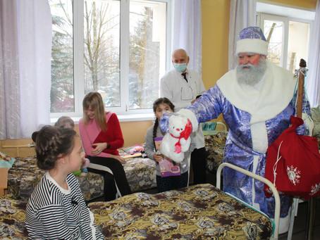 Акция «Новогоднее чудо» охватила около 300 брянских детей, оказавшихся в трудной жизненной ситуации