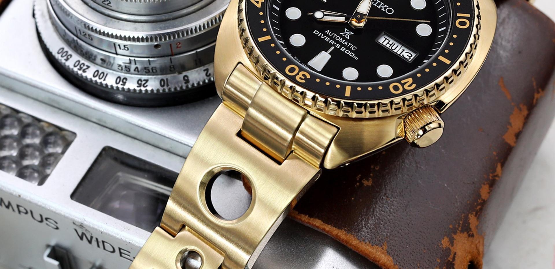 W_SS221820BFG089_Seiko-SRPC44-Gold-Turtl