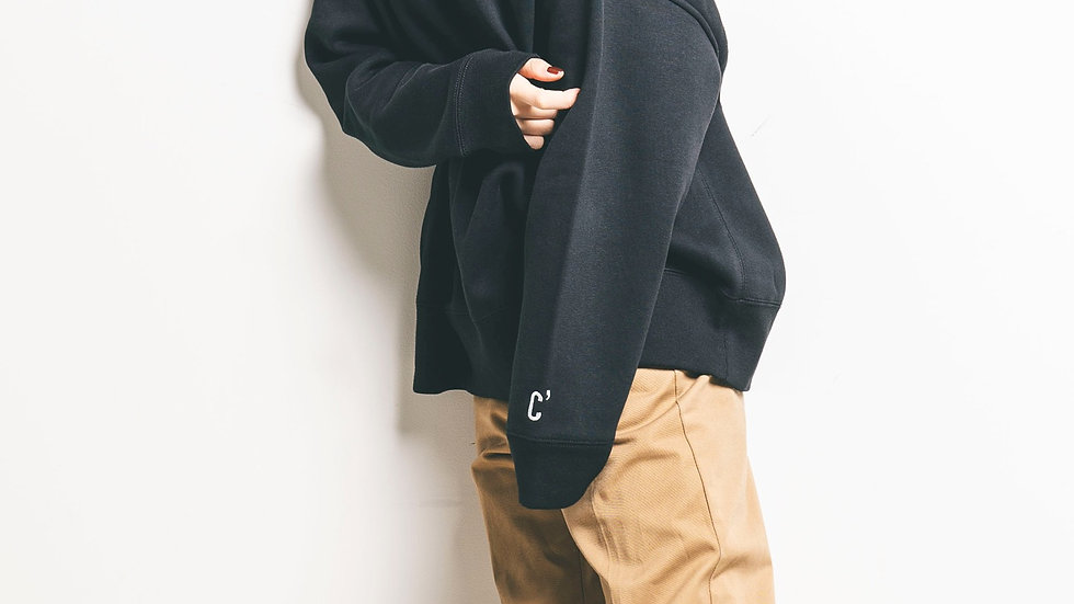 Loose-fitting silhouette SWEAT