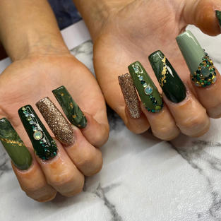 Sculpted Acrylics from *$75 new set