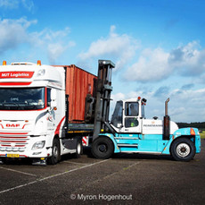 Laden vrachtwagen MJT