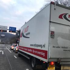 Winkel interieur leveren in Zwitserland per bakwagen door MJT Logistics