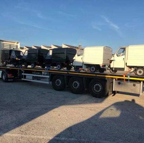 Vervoer van Tuc Tuc Piaggio wagens door MJT Logistics