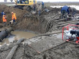 Аварийные бригады ГУП КК «Кубаньводкомплекс» делают все возможное для скорейшего устранения аварии н