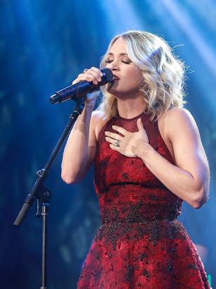 Carrie Underwood 5.jpg